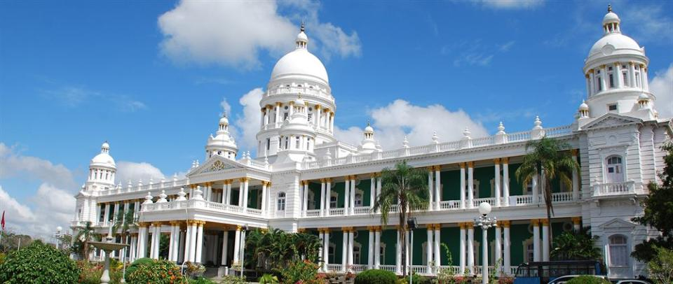 Stay at these choicest 5 star hotels near mysore palace for Nearest 5 star hotel
