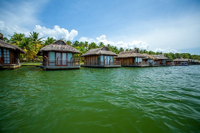 floating-cottages-poovar